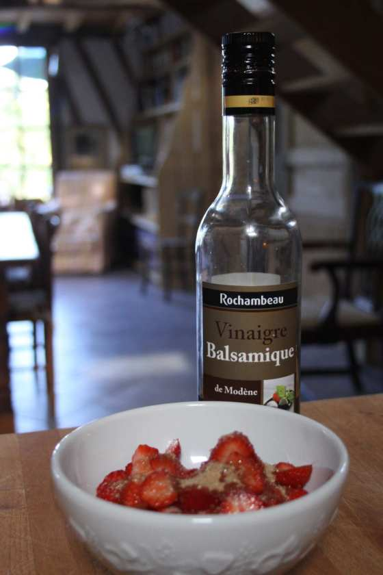 strawberries vinegar