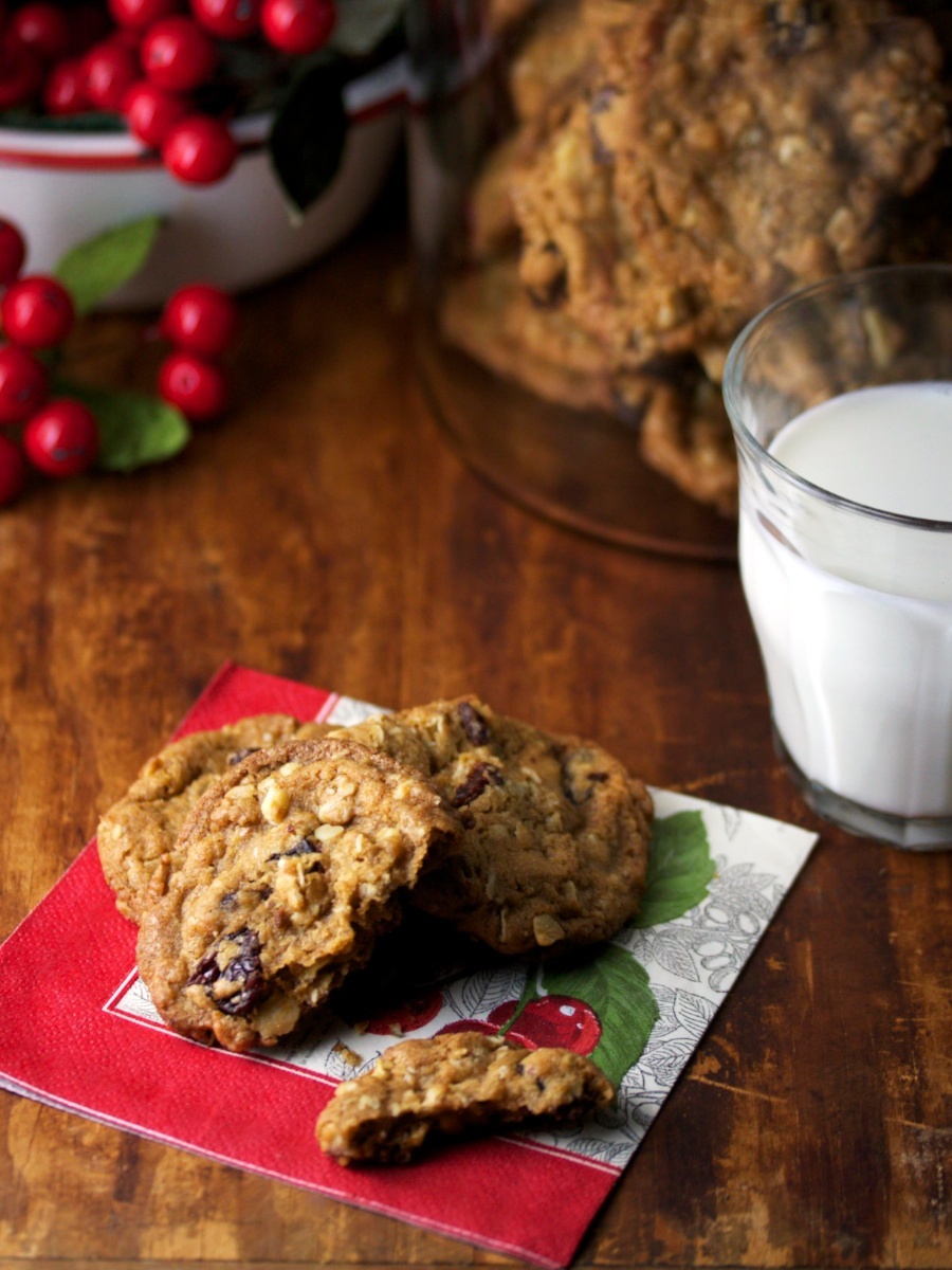 Do Santa right with Dried Cherry Oatmeal Cookies. | Gourmandistan