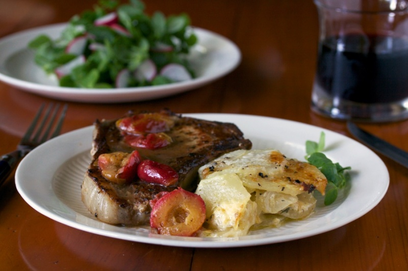 Pork chop with plums and cider